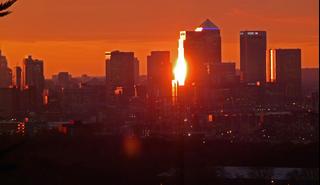 Sunset over Canary Wharf, London (https://commons.wikimedia.org/wiki/File%3A2016_Canary_Wharf_%26_Greenwich_Peninsula_-_4.jpg)
